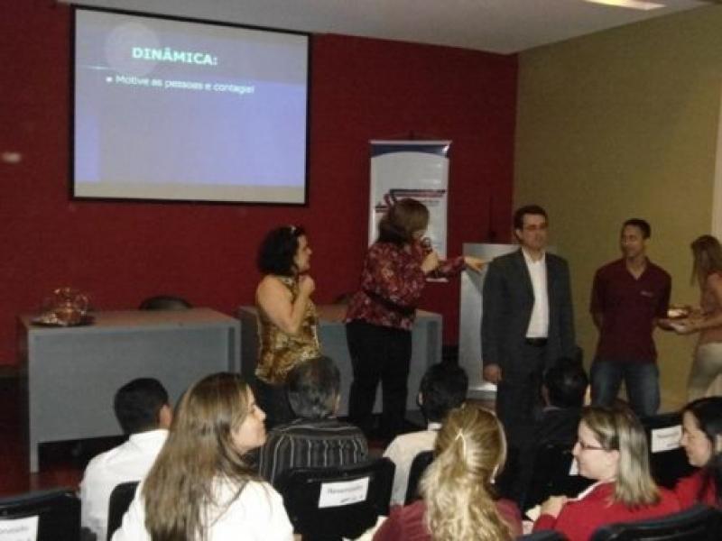 Palestra sobre Motivação de Equipes capacita mais de 100 comerciantes