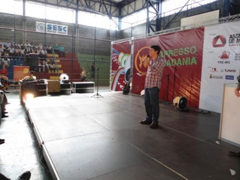 Caravana Expresso Cidadania 2012 passa por Valadares
