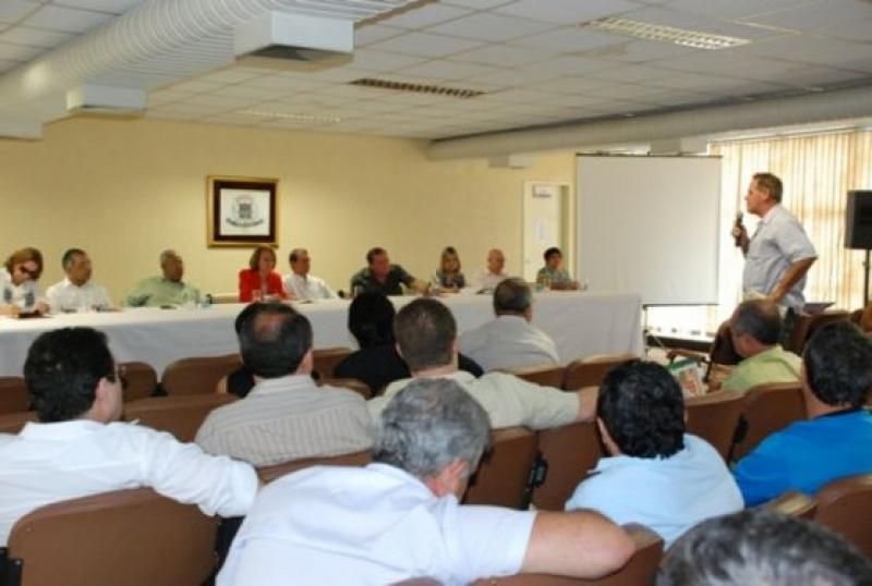 Programa Direto com a Prefeita reúne entidades de classe