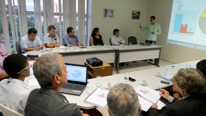 Entidades e Prefeitura se reúnem em busca de solução para o trabalho informal